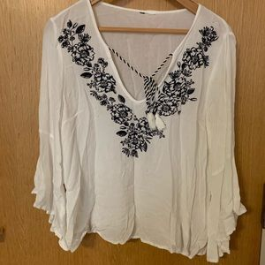 H&M/ White bell sleeve top/ size L